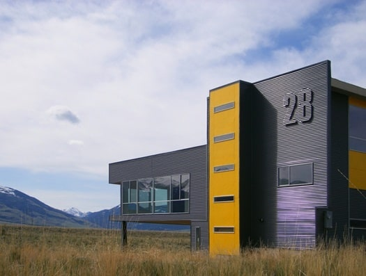 featured posts image for Modern box in the rolling prairies of Montana