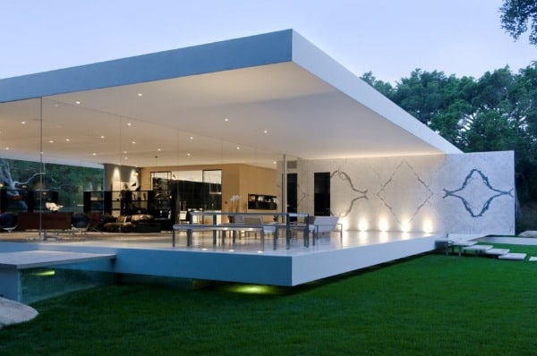 featured posts image for Modern luxury glass walled home