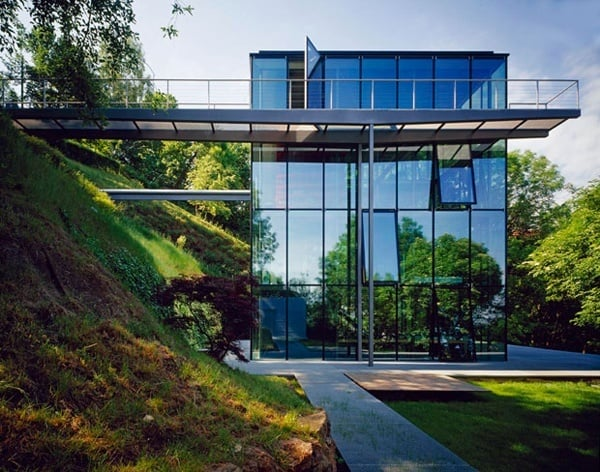 featured posts image for Off-the-grid green house with glass facade