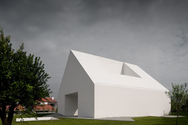 featured posts image for Unique windowless home in Portugal