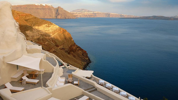 Mystique Resort-Santorini-02-1 Kindesign