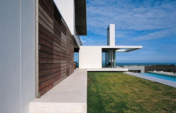 featured posts image for Cantilevered on the bluffs of Cape Town