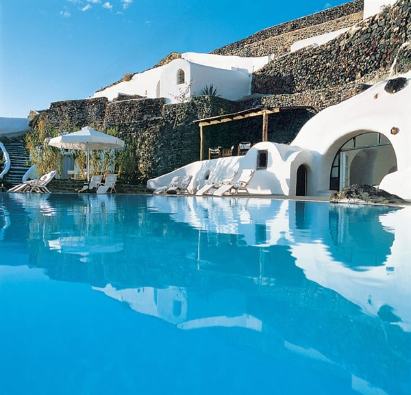 featured posts image for Romantic hideaway in Santorini
