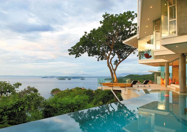 featured posts image for Cliff home floats into the seascape of Costa Rica
