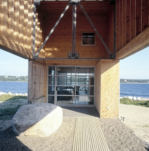 featured posts image for Minimalist home on the rocky seashore