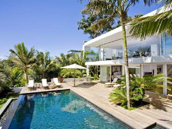 featured posts image for Spectacular beach house on Takapuna Beach