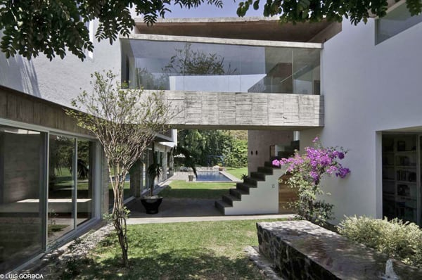 featured posts image for Impressive Casa LQ20 with expansive garden views