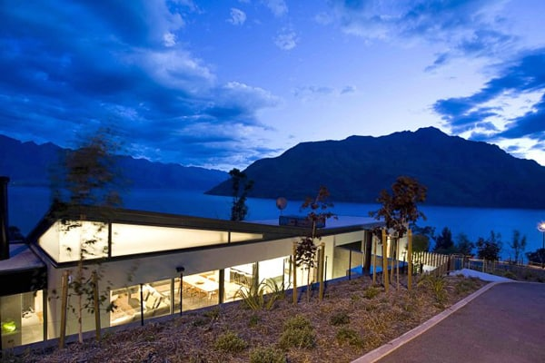 featured posts image for Luxury retreat overlooking Lake Wakatipu