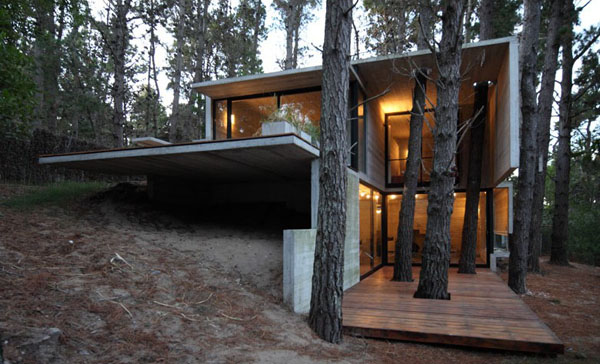 featured posts image for Magnificent concrete home in the Argentinian forest
