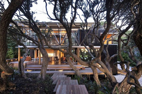 featured posts image for Under Pohutukawa by Herbst Architects