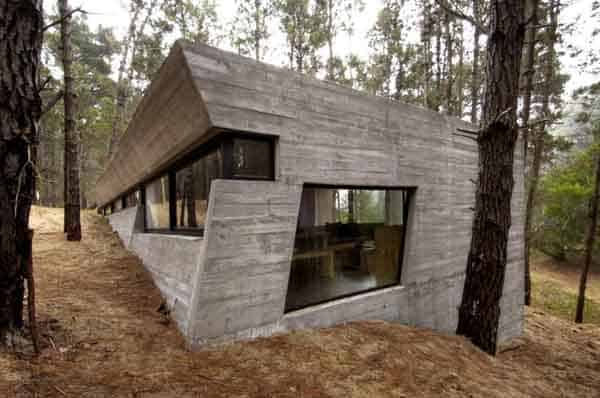 featured posts image for Sleek concrete dwelling in the woods