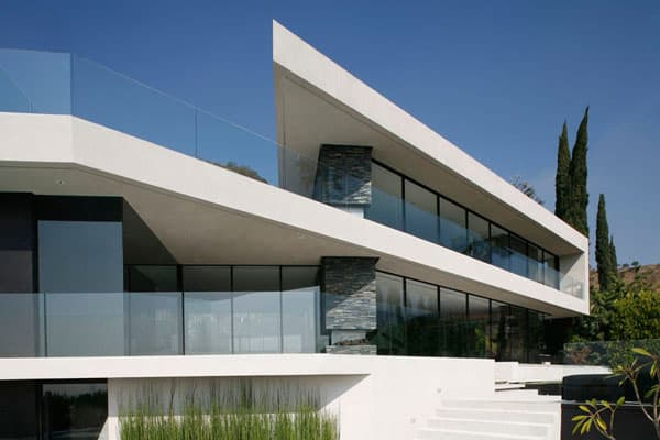 featured posts image for Concrete and glass home immersed on a cliff