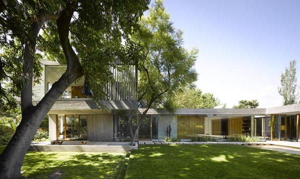 featured posts image for Concrete dwelling with modern-elegant design