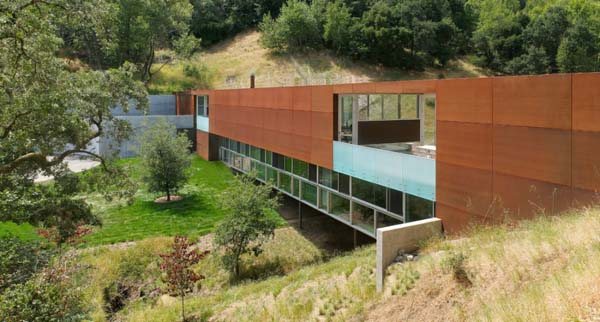 featured posts image for Spectacular Bridge House in wooded grasslands