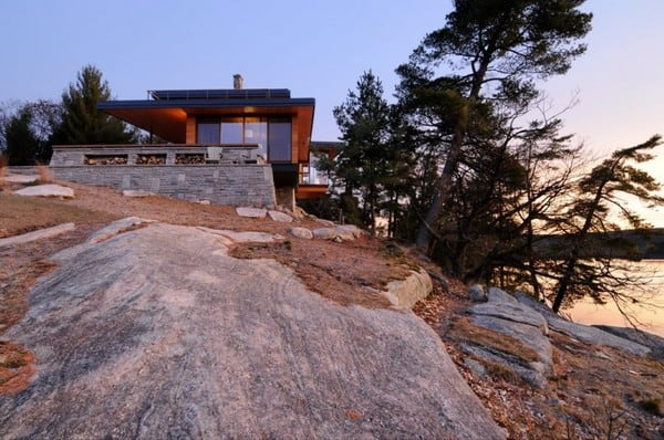 featured posts image for Lake Muskoka dwelling emerges from rock formations