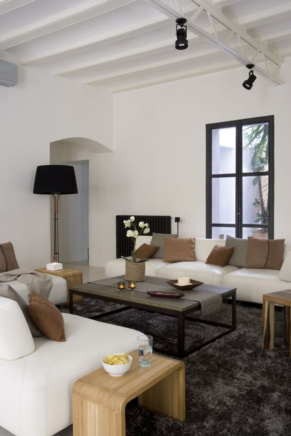 Gothic Quarter Apartment-17-1 Kind Design