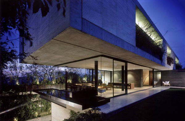 featured posts image for Striking concrete and glass dwelling in Mexico