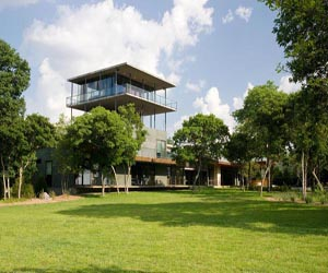 featured posts image for House on Cedar Hill with an observation tower