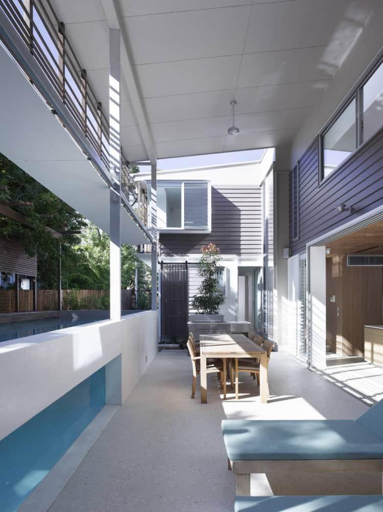 Sunshine beach pool house in queensland for Beach house designs qld