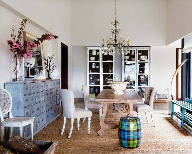 colorful shabby chic style infused into beach refuge. Black Bedroom Furniture Sets. Home Design Ideas