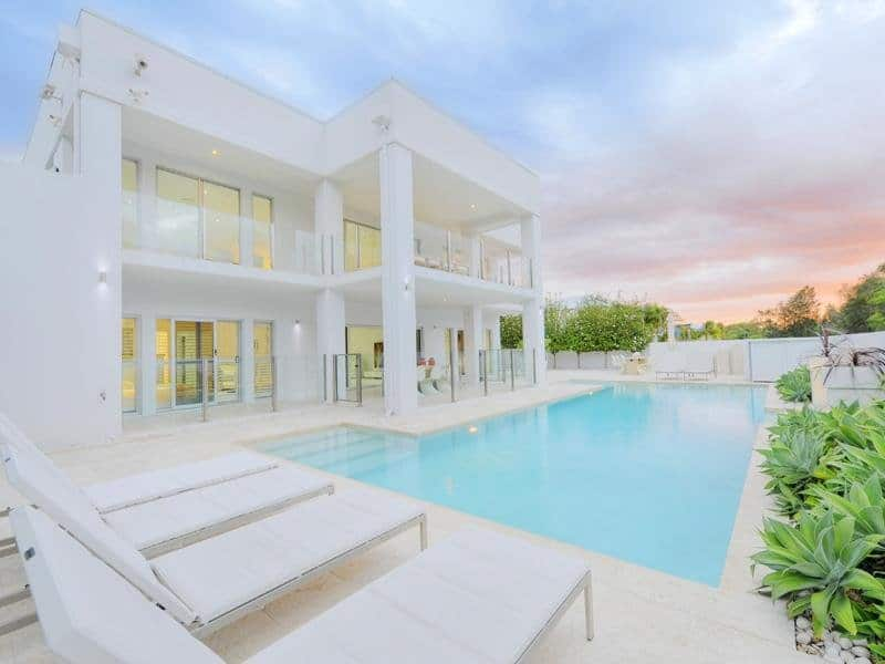 featured posts image for Magnificent home with sparkling white interiors