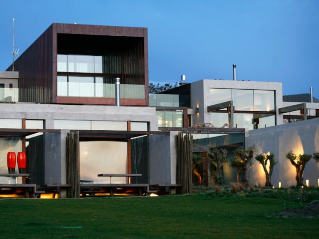 featured posts image for Fabulous concrete and glass eco-resort