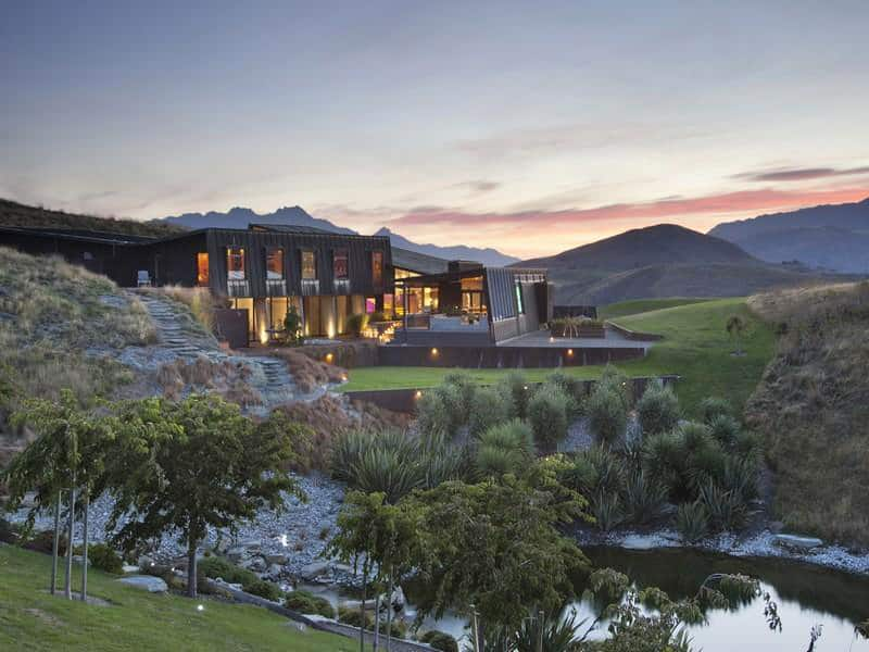 Secluded New Zealand Dwelling With Majestic Views
