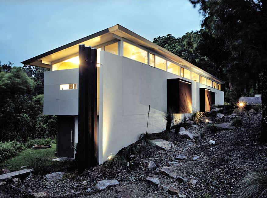 featured posts image for A prefabricated dwelling grips the mountainside