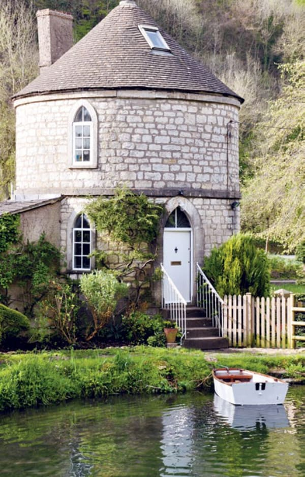 featured posts image for Round House on the idyllic Thames Canal