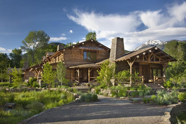 featured posts image for Gorgeous mountain getaway near Yellowstone Park