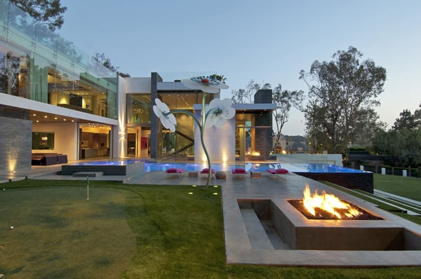 featured posts image for Ultra-modern Summit House in Beverly Hills