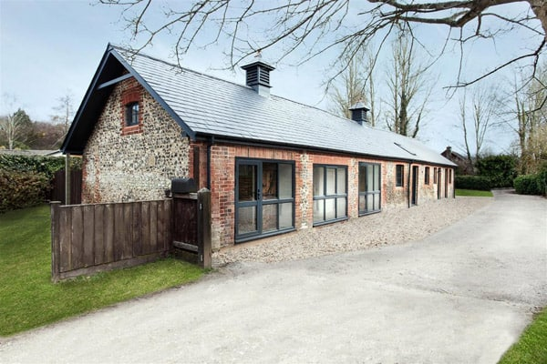 featured posts image for Manor House Stables in the Hampshire countryside