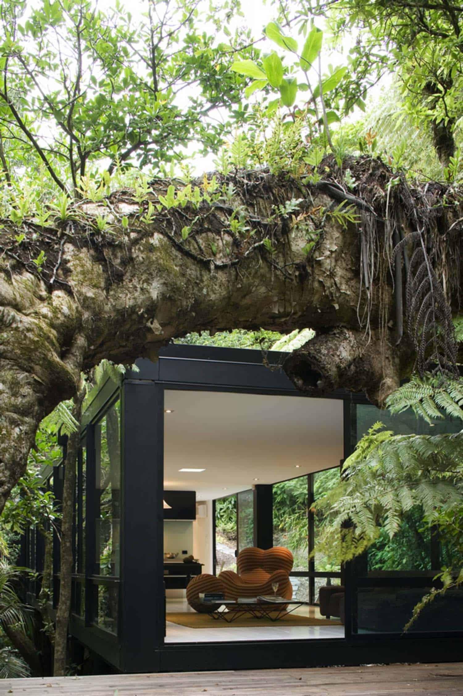 modular-forest-house-exterior
