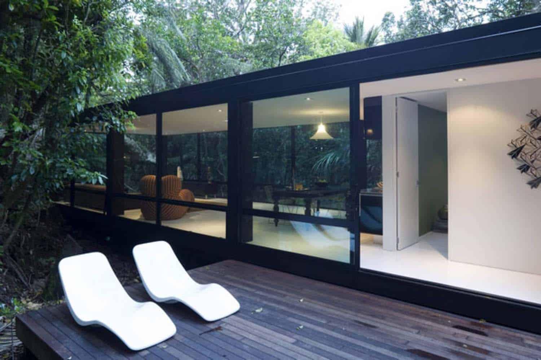 modular-glass-house-deck