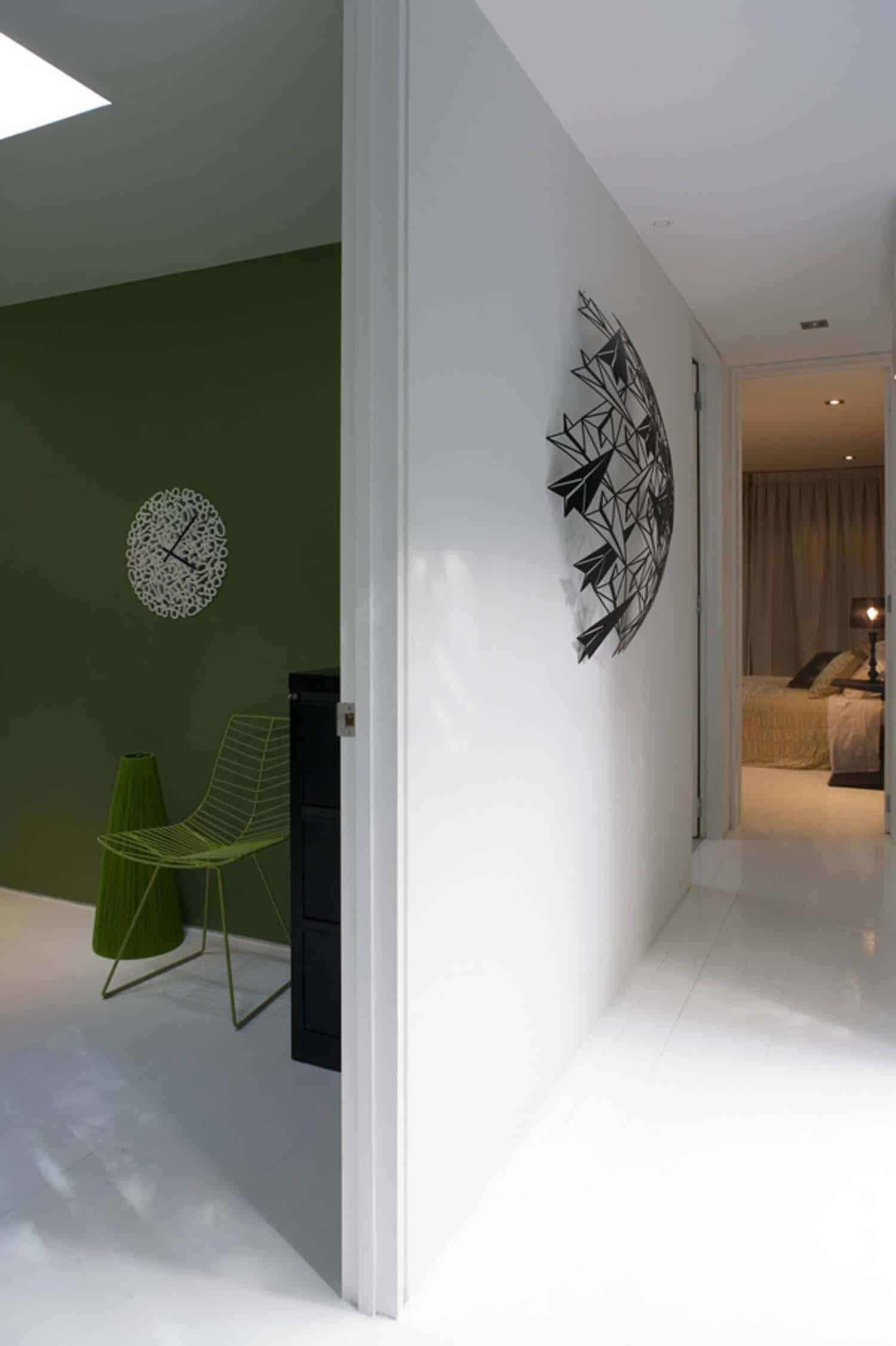 modular-glass-house-hall