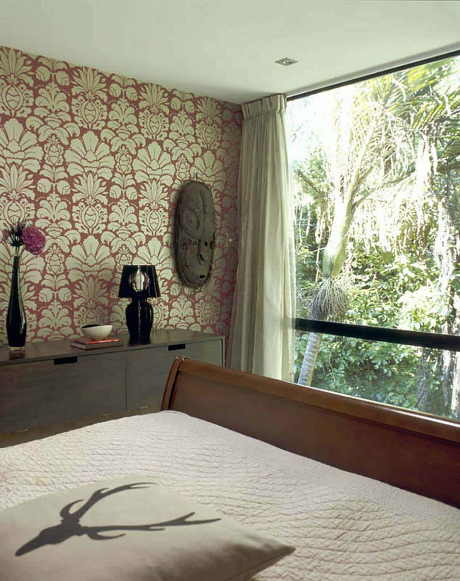modular-glass-house-bedroom