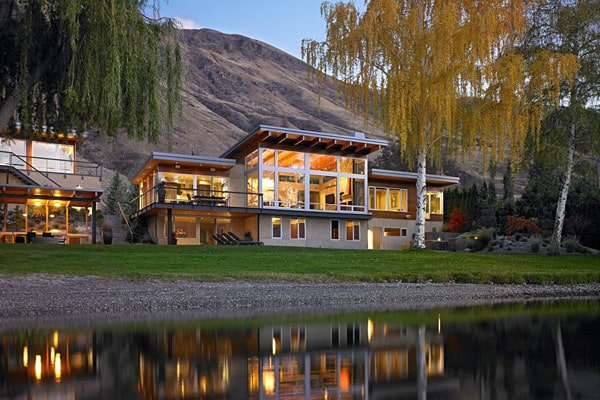 featured posts image for Beautiful lake house retreat on the Columbia River