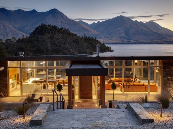 featured posts image for Impressive modern habitat immersed on Lake Wakatipu