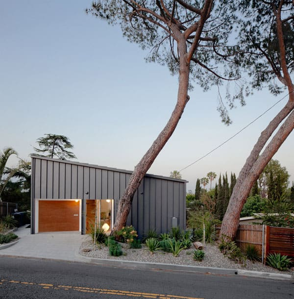 Big and Small House-Anonymous Architects-05-1 Kindesign