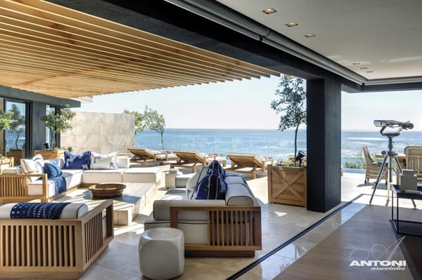 featured posts image for Seductive Clifton Beach House by Antoni Associates