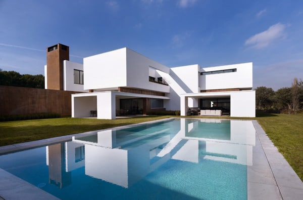 featured posts image for Imposing modern house in La Moraleja, Madrid