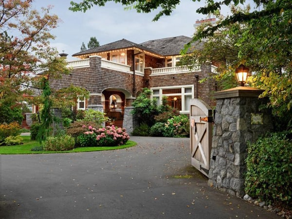 featured posts image for Waterfront estate with rustic elements in British Columbia
