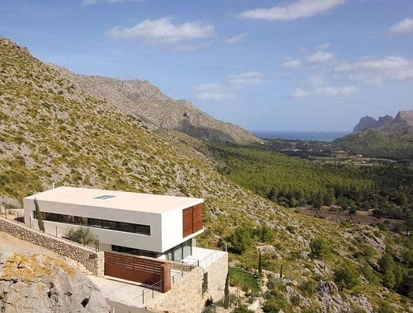 featured posts image for Modern dwelling surrounded by mountains in Pollença