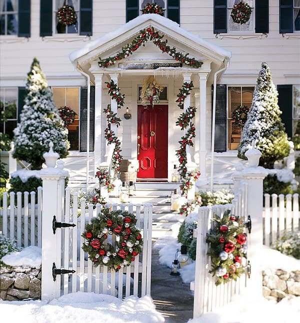 56 amazing front porch christmas decorating ideas - Decorating Front Porch Urns For Christmas