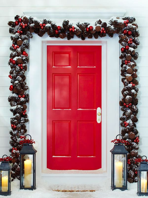Christmas Porch Decorating Ideas-13-1 Kindesign