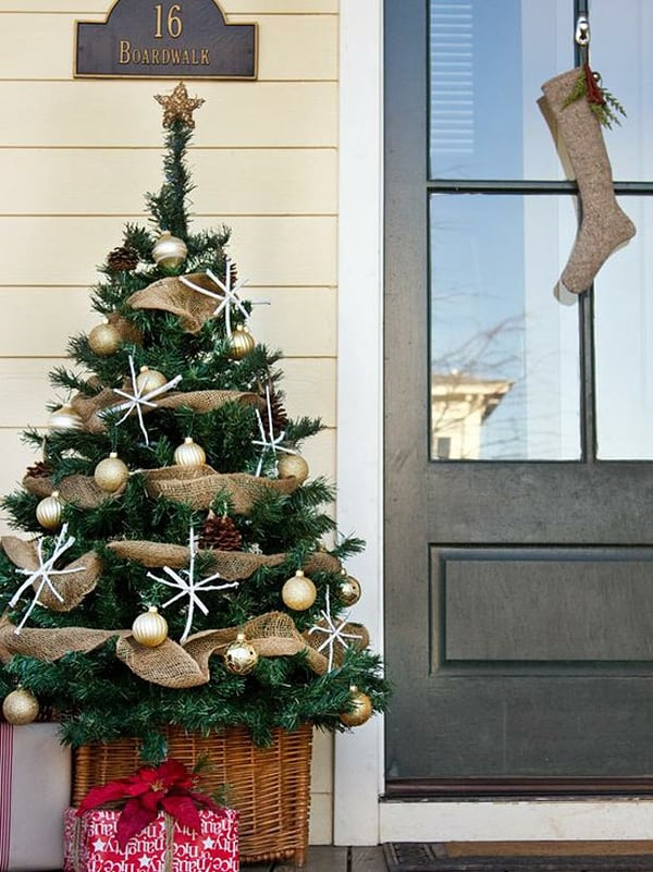 Christmas Porch Decorating Ideas-17-1 Kindesign