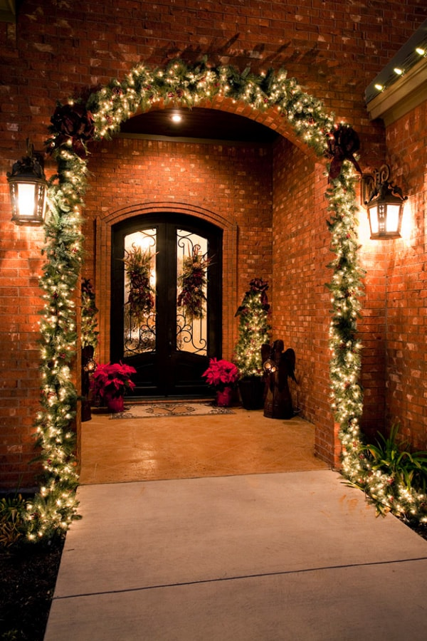 Christmas Porch Decorating Ideas-22-1 Kindesign