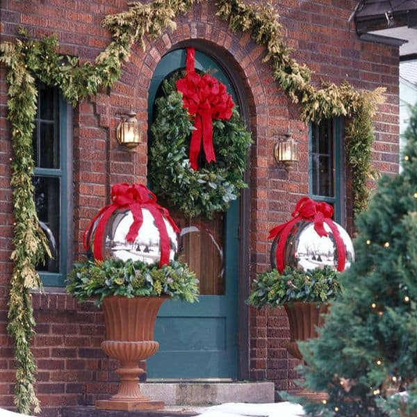 christmas porch decorating ideas 24 1 kindesign