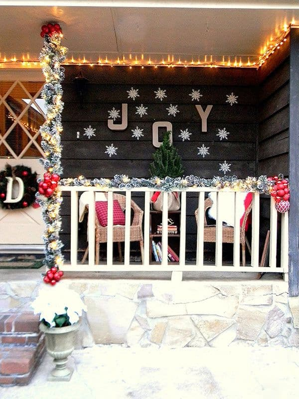 Christmas Porch Decorating Ideas-27-1 Kindesign