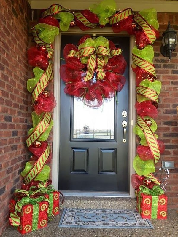 Christmas Porch Decorating Ideas-28-1 Kindesign